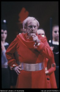 Robert Helpmann as the Red King