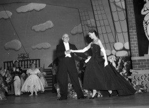 Frank Tait with Margot Fonteyn, curtain call