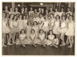 Anton Dolin with students and teachers, Sydney 1938.