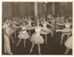 Anton Dolin teaches class in Sydney, late 1938