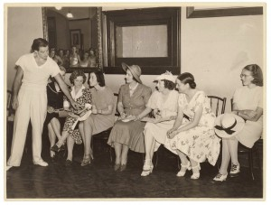 Anton Dolin discusses his class with teachers, Sydney 1938