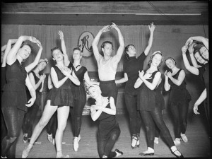 Zeglovsky school, rehearsal for Les Sylphides, Sydney, October 1939, photo © Sam Hood, Home and Away - 19955, Courtesy Mitchell Library, State Library of NSW
