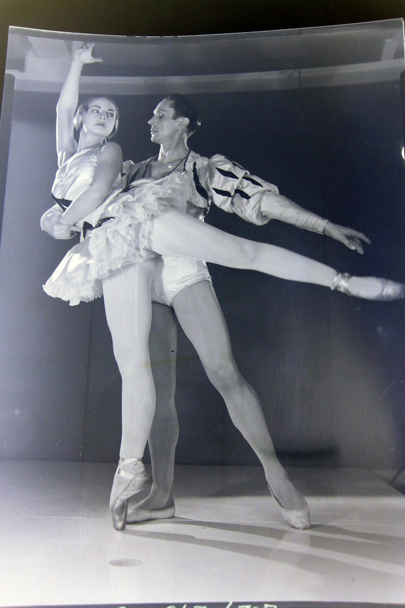 Valentin Zeglovsky and unidentified dancer, photo © Max Dupain
