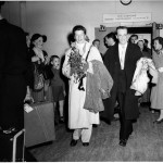 Katharine Hepburn and Robert Helpmann at Kingsford Smith Airport, 1955, Australian Photographic Agency, courtesy  State Library of NSW, call number - 00175