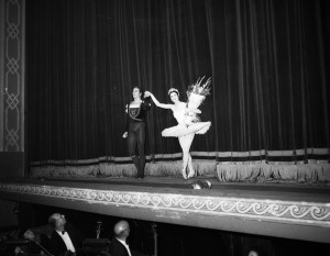Phillip Chatfield and Rowena Jackson, Empire Theatre, Sydney, 11 September, 1958, courtesy State Library of NSW, Mitchell Library, Australian Photographic Agency - 05770