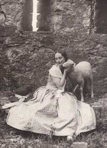 Anna Pavlova at the  Castello di Vigoleno, 1925, © Studio fotografico Moreschi