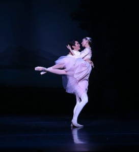 Meng Ningning and Hao Bin in Ben Stevenson's CInderella, Act III, photo © David Kelly