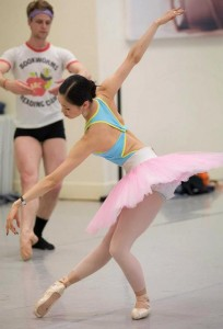 Ako Kondo, rehearsing for Etudes, photo © Lynette Wills
