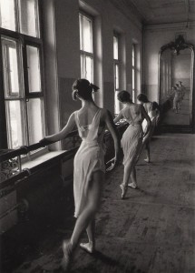 At the barre, Moscow Ballet School 1958, photo © Cornell Capa