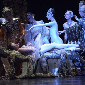 Lucinda Dunn, Lisa Bolte, Lynette Wills, Leanne Stojmenov and Colin Peasley in The Sleeping Beauty, 2005. Photo © Jim McFarlane
