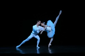 Rudy Hawkes and Amber Scott, Suite en blanc, photo courtesy the Australian Ballet, 2014