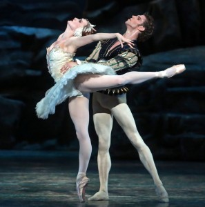 Gillian Murphy and James Whiteside, Swan Lake, photographer unknown