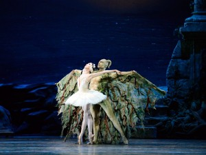 Hee Seo and Roman Zhurbin, ABT's Swan Lake, photo © Gene Schiavone