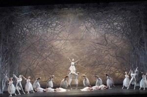 Land of Snow, artists of the Australian Ballet, photo © Jim Mcfarlane
