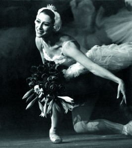 Maya Plisetskaya, curtain call, photographer unknown