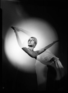 Tamara Tchinarova in Les Presages, photo © Max Dupain