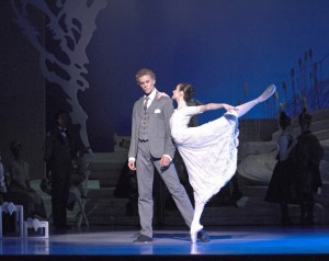 Adam Bull and Amber Scott, Graeme Murphy's Swan Lake, Australian Ballet, photo © Jim McFarlane