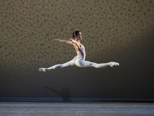 Mara Galeazzi in Glen Tetley's Voluntaries, photo © Bill Cooper