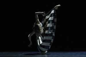 Holly Doyle, Full Moon, Sydney Dance Company, photo © Pedro Greig