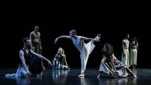 Jesse Scales, Full Moon, Sydney Dance Company, photo © Pedro Greig