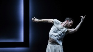 Todd Sutherland, Full Moon, Sydney Dance Company, photo © Pedro Greig